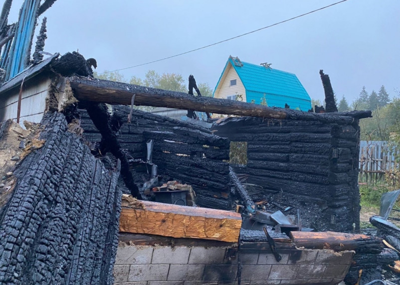 В пожаре на даче погиб человек