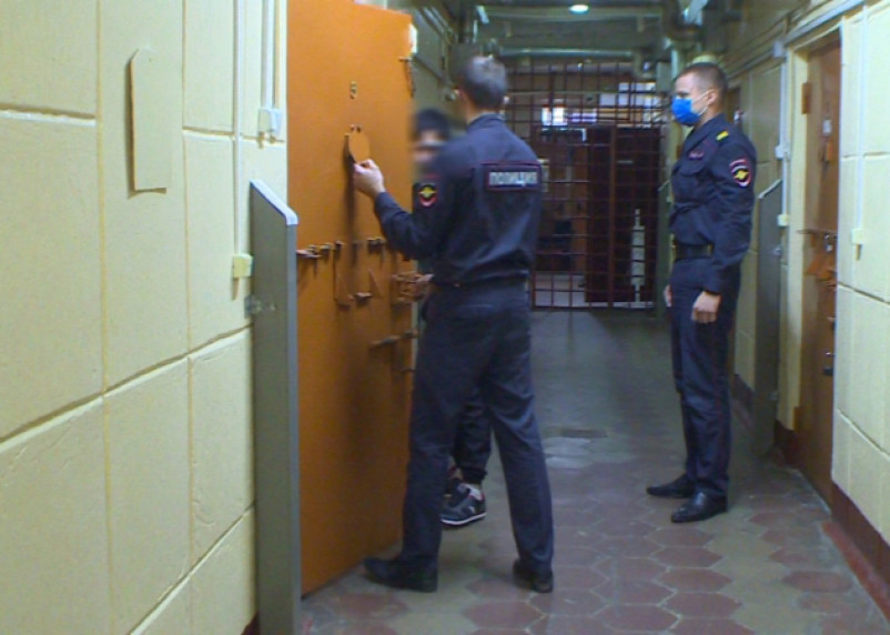 В Смоленске задержали грабителей, похитивших в лифте деньги у пенсионера