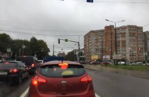 Из-за неработающего светофора в Смоленске образовалась внушительная пробка