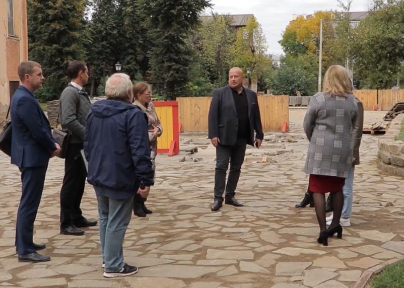В Смоленске признали срыв сроков благоустройства сквера за кинотеатром «Октябрь»