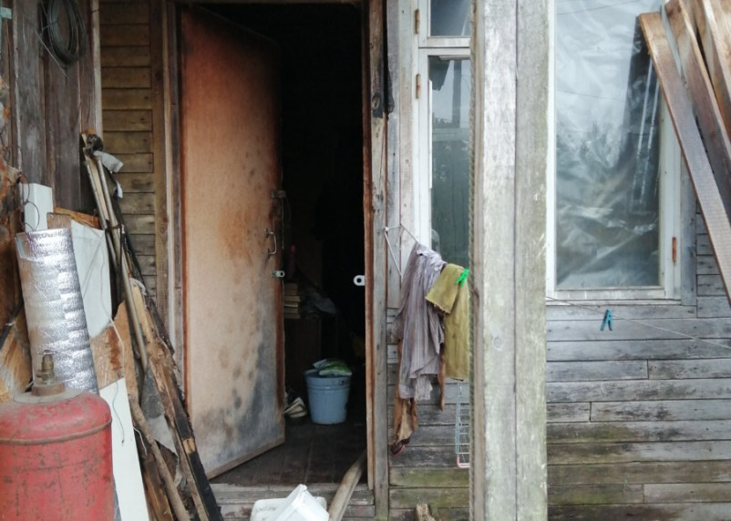 В Смоленской области погиб человек при пожаре, произошедшем в трехквартирном доме