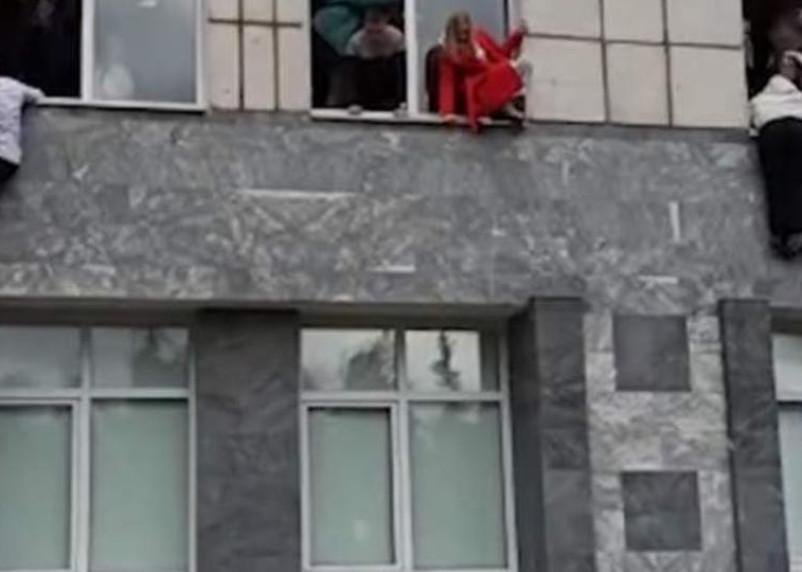 Стрельба в Пермском университете. Студенты прыгают из окон