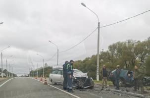 В Смоленском районе произошла серьезная авария с «ниссан» и «опель». Есть пострадавшие