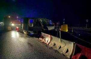 В Вяземском районе микроавтобус улетел в отбойник