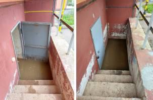 Подвал смоленской новостройки утопает в фекалиях из неисправной канализации