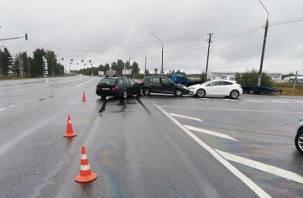 Водитель БМВ ехал на «красный». В Смоленском районе произошло массовое ДТП
