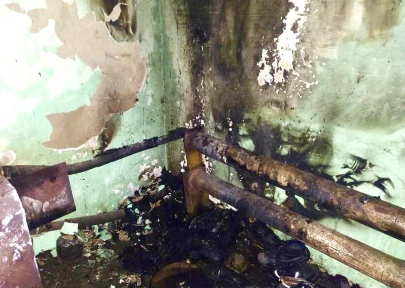В Сафонове пожарные ликвидировали возгорание в подсобном помещении пилорамы
