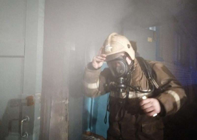 В Смоленске при пожаре в квартире пострадал человек