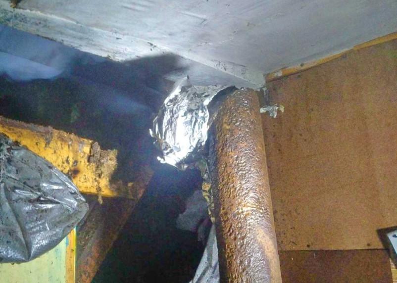 Вечером в Ярцеве вспыхнул огонь в хозяйственной постройке