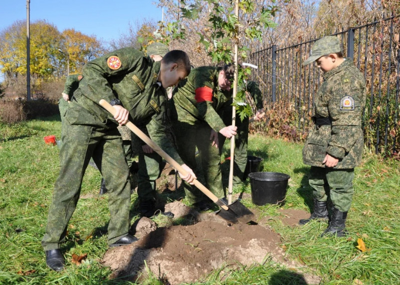 В кадетском корпусе при участии Смоленского отделения Сбербанка появилась «Аллея знаний»
