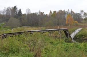 Переправа с риском для жизни. Кто может отремонтировать мост в деревне Мишино?