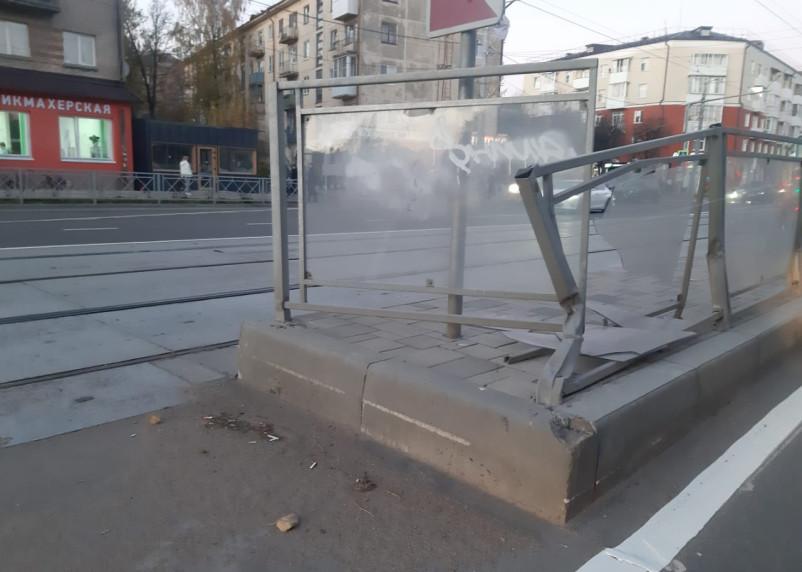 Треугольник невидимости. На улице Николаева «пострадала» трамвайная остановка