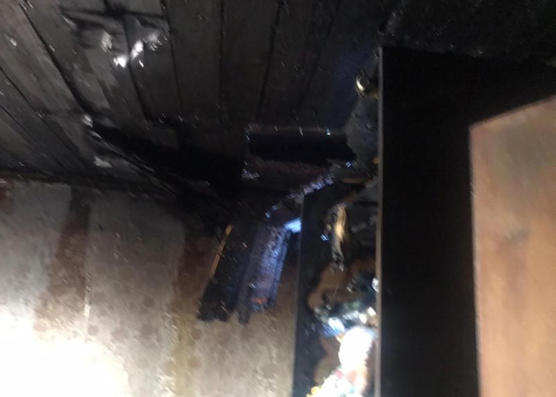 Пострадала женщина. На улице Свердлова в Смоленске загорелся частный дом