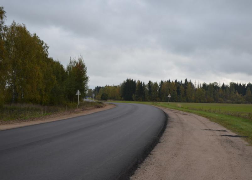 В Хиславичском районе по нацпроекту завершается ремонт дороги