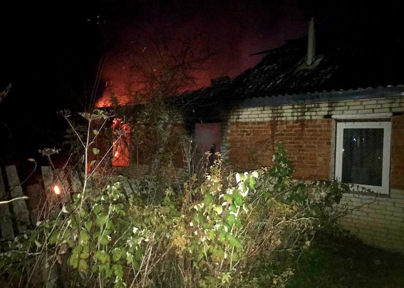 Мать с ребенком остались без крыши над головой. Неизвестные случайно подожгли дом в Стодолище