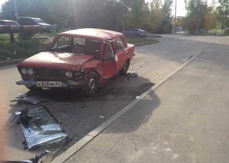 В Смоленске произошло жёсткое ДТП на улице Нахимова