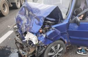 Жёсткое ДТП с участием трех авто в Смоленской области попало на видео