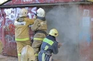 В Сафоново сгорел гараж