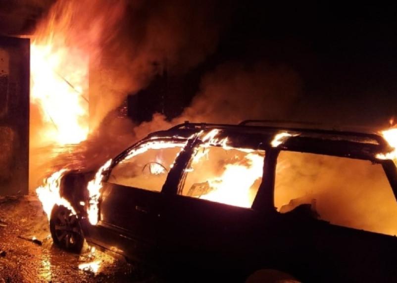 В Смоленске полыхали машины