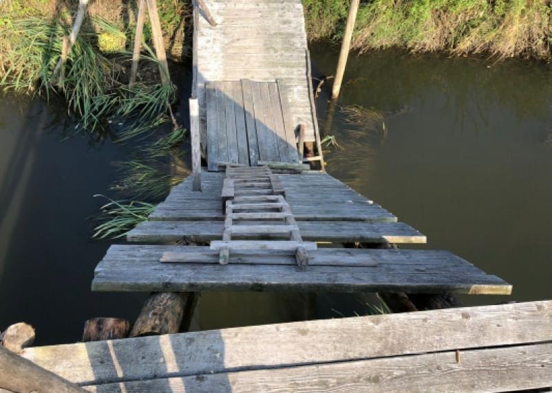 Следователи проводят проверку по факту обрушения моста в Вяземском районе