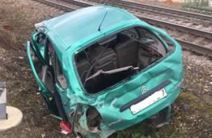 В Смоленской области легковушка влетела в локомотив. Пострадали два человека