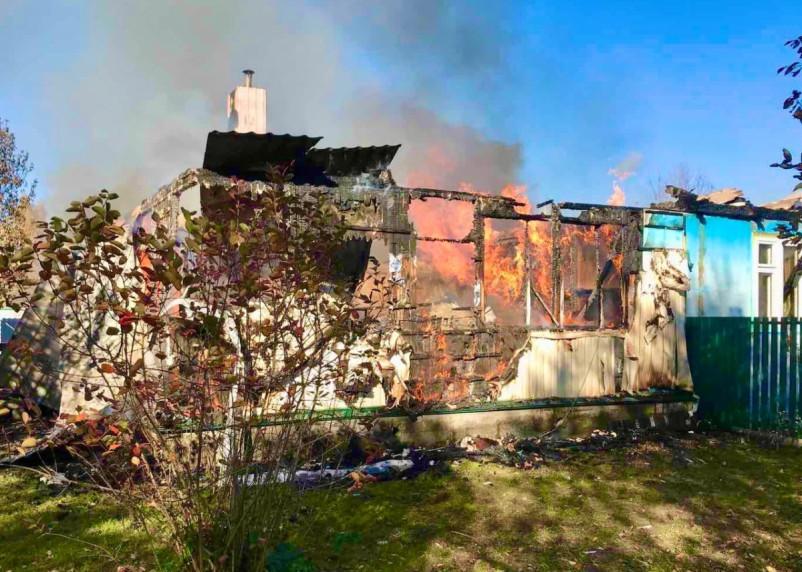 Мужчина получил ожоги. В Починковском районе сгорел трехквартирный дом