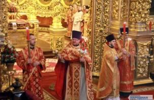 В смоленском Успенском соборе состоялась пасхальная служба