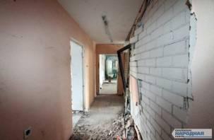 В Сети появилось видео из раскуроченного взрывом подъезда в Пригорском