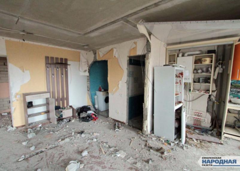 «Их стена теперь у нас в квартире»: жильцы «взорвавшегося» дома в смоленском поселке пребывают в шоке