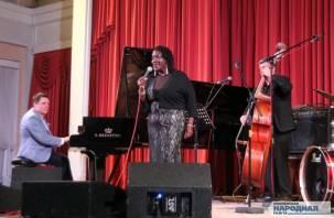 В Смоленске состоялся джазовый концерт Шарон Кларк и трио Сергея Васильева