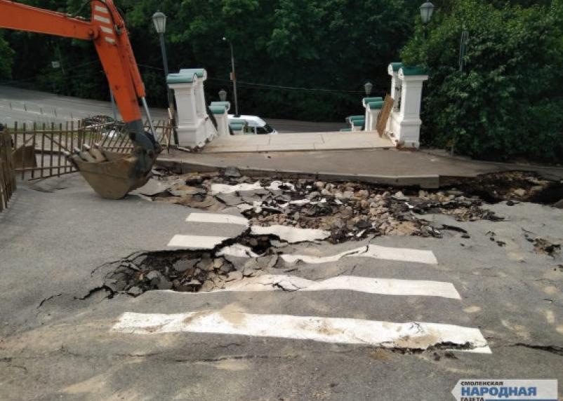 Что сейчас происходит на месте прорыва теплотрассы на Соборном холме в Смоленске