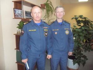 Госинспектор ГИМС А.А. Иванов и старший госинспектор ГИМС В.В. Реутов. (1)
