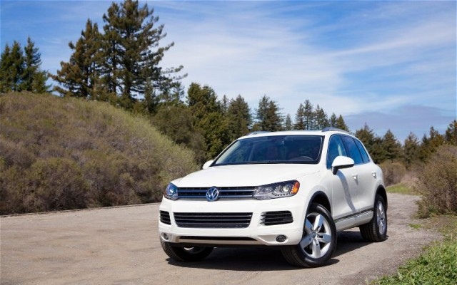 2012-Volkswagen-Touareg-exterior-2