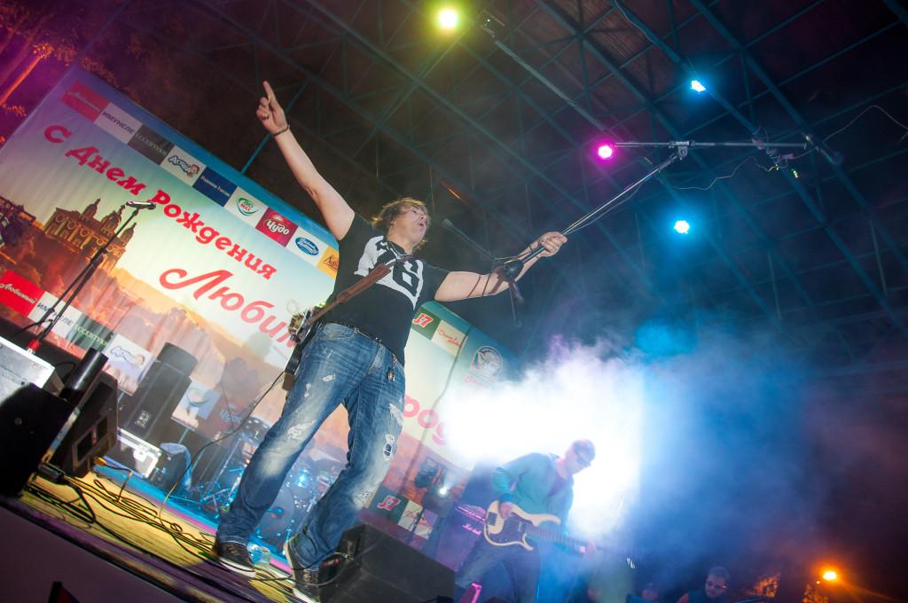 Иван демьян  7б городу на неве (live in simeropol, 06jun2010)