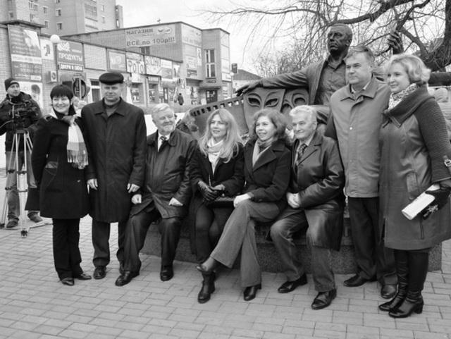 Памятник-Папанову-в-Вязьме