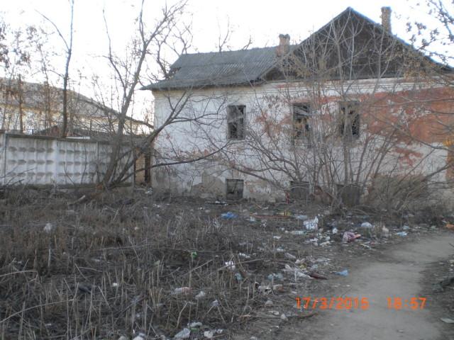 дом 15 на ул. Кашена и прилегающий пустырь