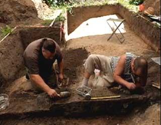 Археологи нашли в смоленске древнюю ювелирную мастерскую - с.