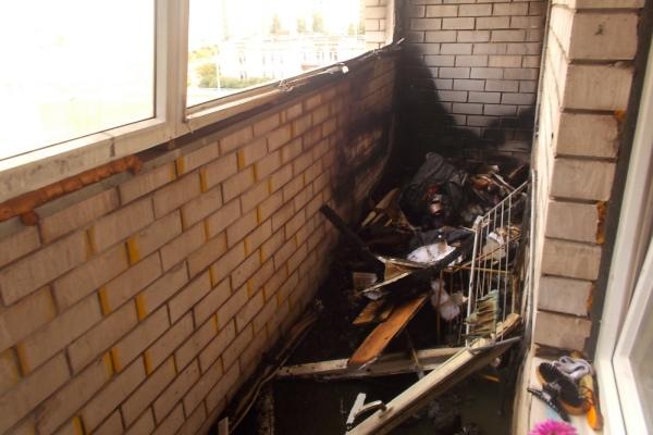 В смоленске загоревшийся мусор на балконе едва не привел ....