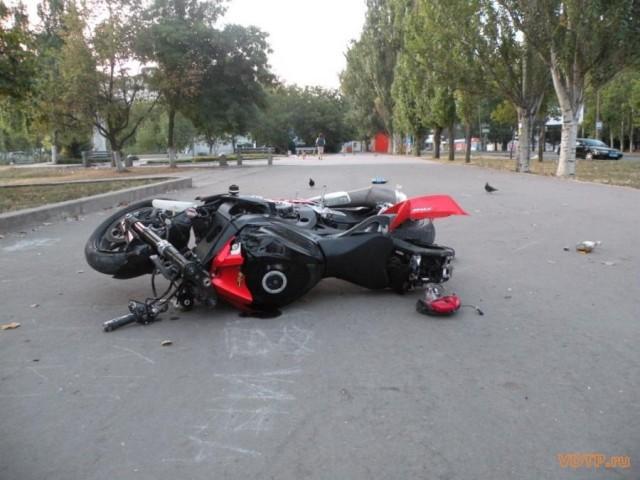 ВЯрцеве 17-летний пассажир мотоцикла попал в поликлинику
