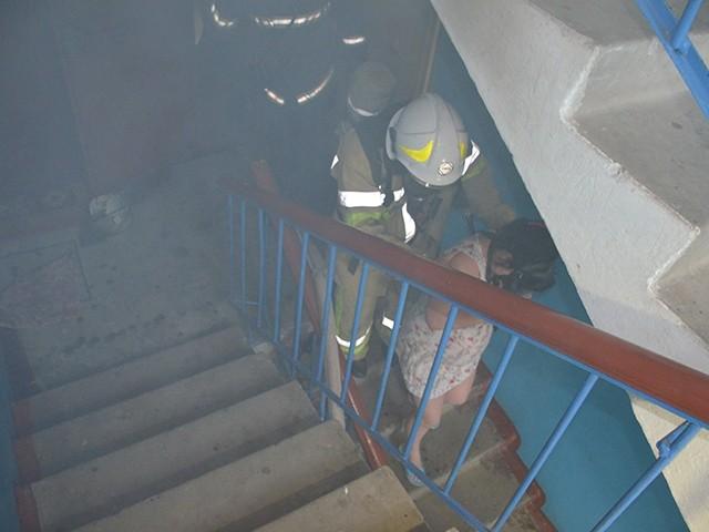 Изгорящего дома наулице Черняховского эвакуировали 8 человек