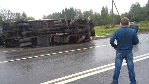 ВБелгородской области натрассе перевернулся джип