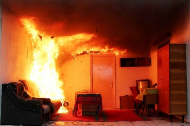 Пойдем-ка покурим-ка: вСмоленске 12 человек эвакуировали ночью изогня