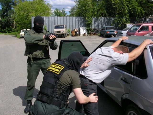 Правоохранители Смоленска задержали мужчину, который сохранял при себе спайс