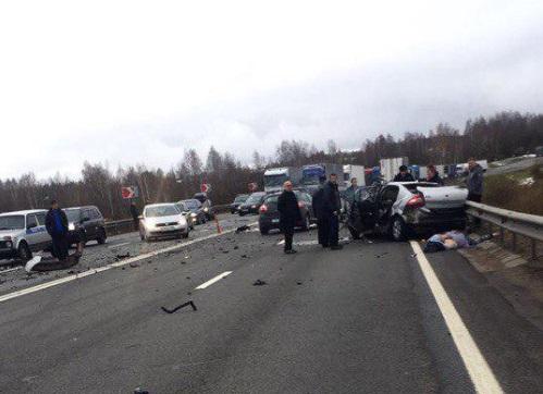 Насмоленской трассе вДТП с фургоном погибли двое