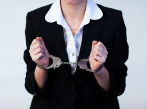 Чиновница изЕльни разбазарила 9 муниципальных квартир иукрала ноутбук