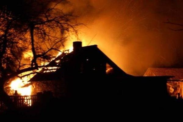 ВСмоленске впожаре хозяин дома получил ожоги