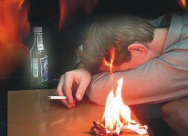 Под Смоленском мужчина сгорел вдоме из-за курения вкровати