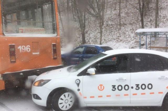 v-smolenske-nachinaetsya-transportnyy-kollaps-gololed-i-snegopad-okutali-gorod-46488