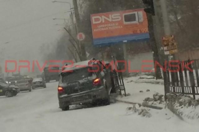 v-smolenske-nachinaetsya-transportnyy-kollaps-gololed-i-snegopad-okutali-gorod-46505