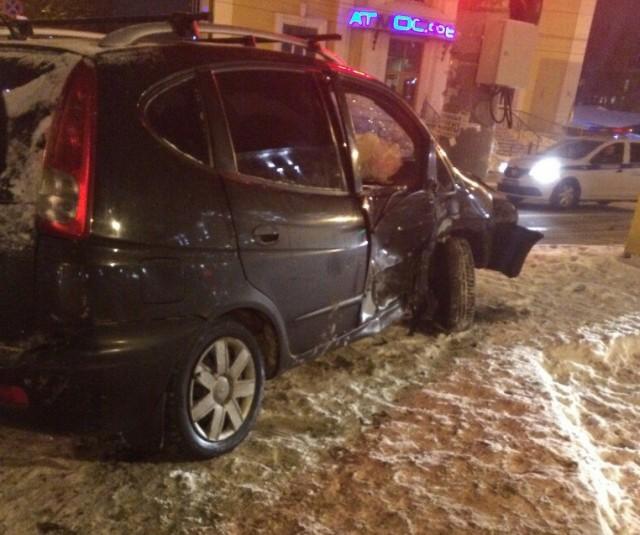 Вцентре Смоленска вседорожный автомобиль сбил 2-х пешеходов